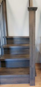 Modern newel post with 2 piece cap